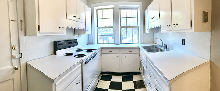 Kitchen of Country Club Apartments  in Mountain Brook, Alabama