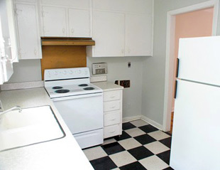 Kitchen of Hollywood Gardens Apartments in Homewood, Alabama